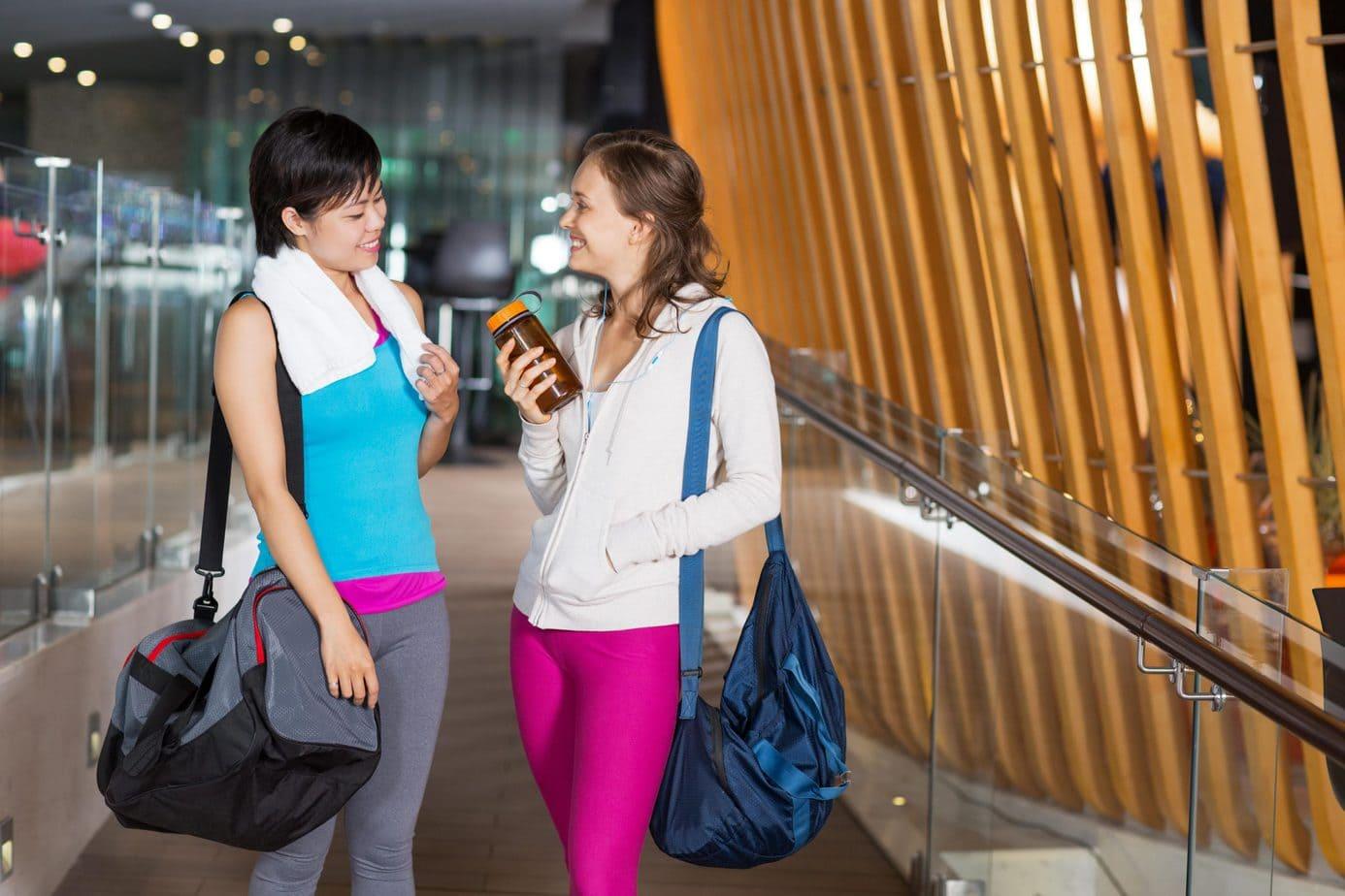 Damski strój na siłownię – co zabrać ze sobą na trening?