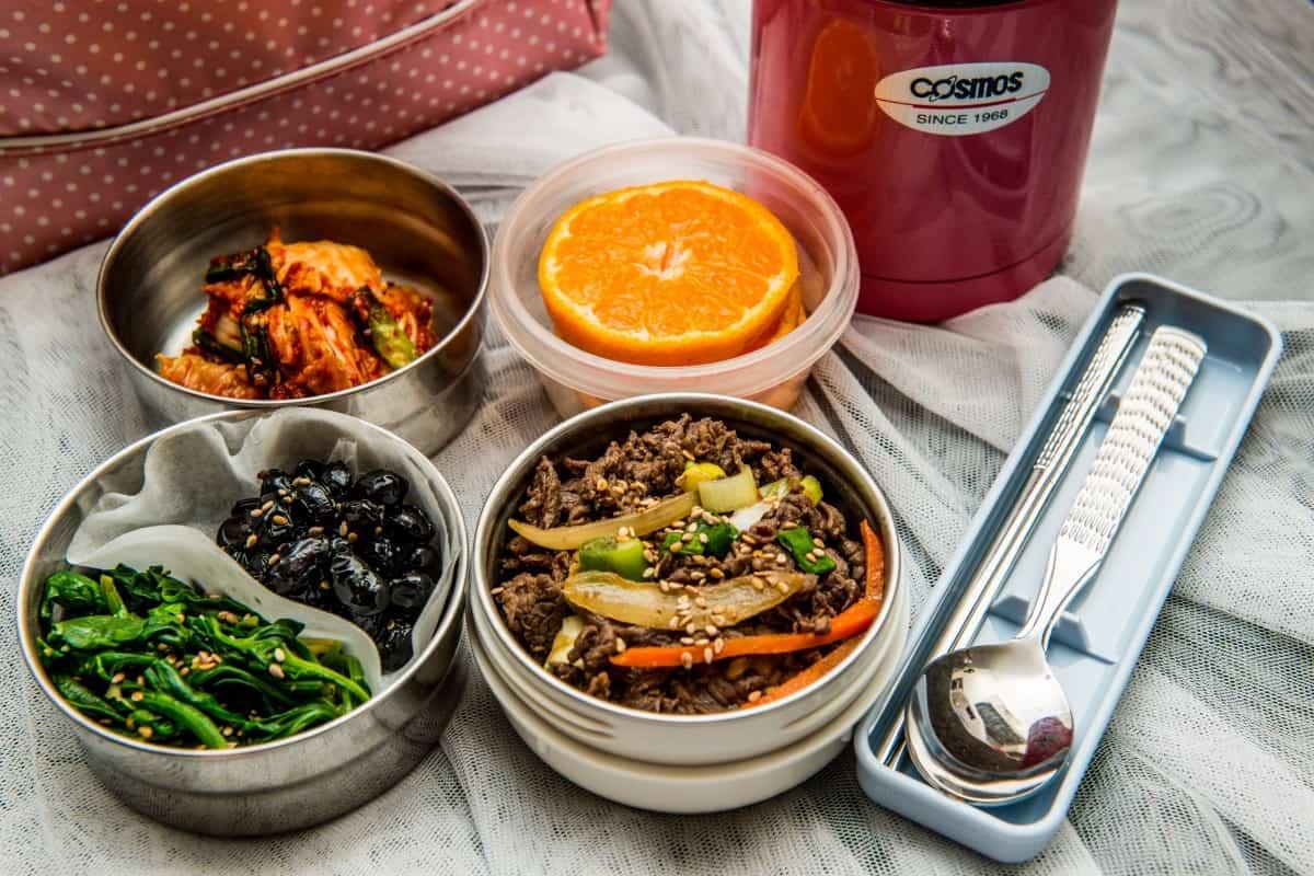 Zdrowe posiłki do pracy, czyli jak utrzymać dietę?