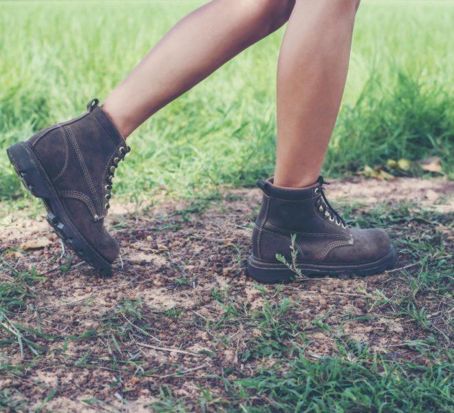 Jakie obuwie wybierać na piesze wędrówki?