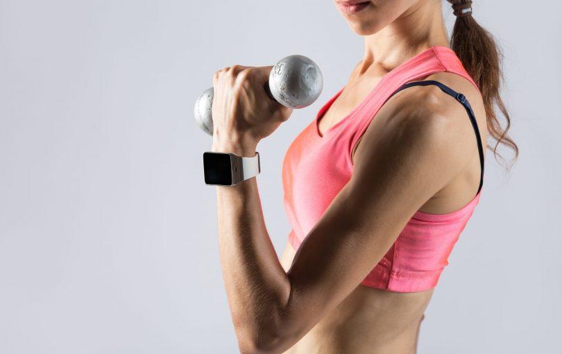 Seksowne i jędrne ramiona – jak je wyrzeźbić?