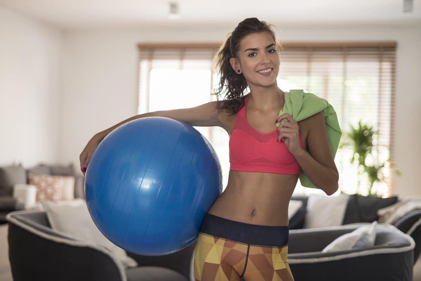 Sprzęt do pilatesu – z jakimi akcesoriami warto wykonywać ćwiczenia?