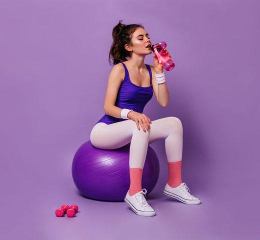 Kolor ma znaczenie. Picie różowych napojów zwiększa wydajność naszych ćwiczeń!
