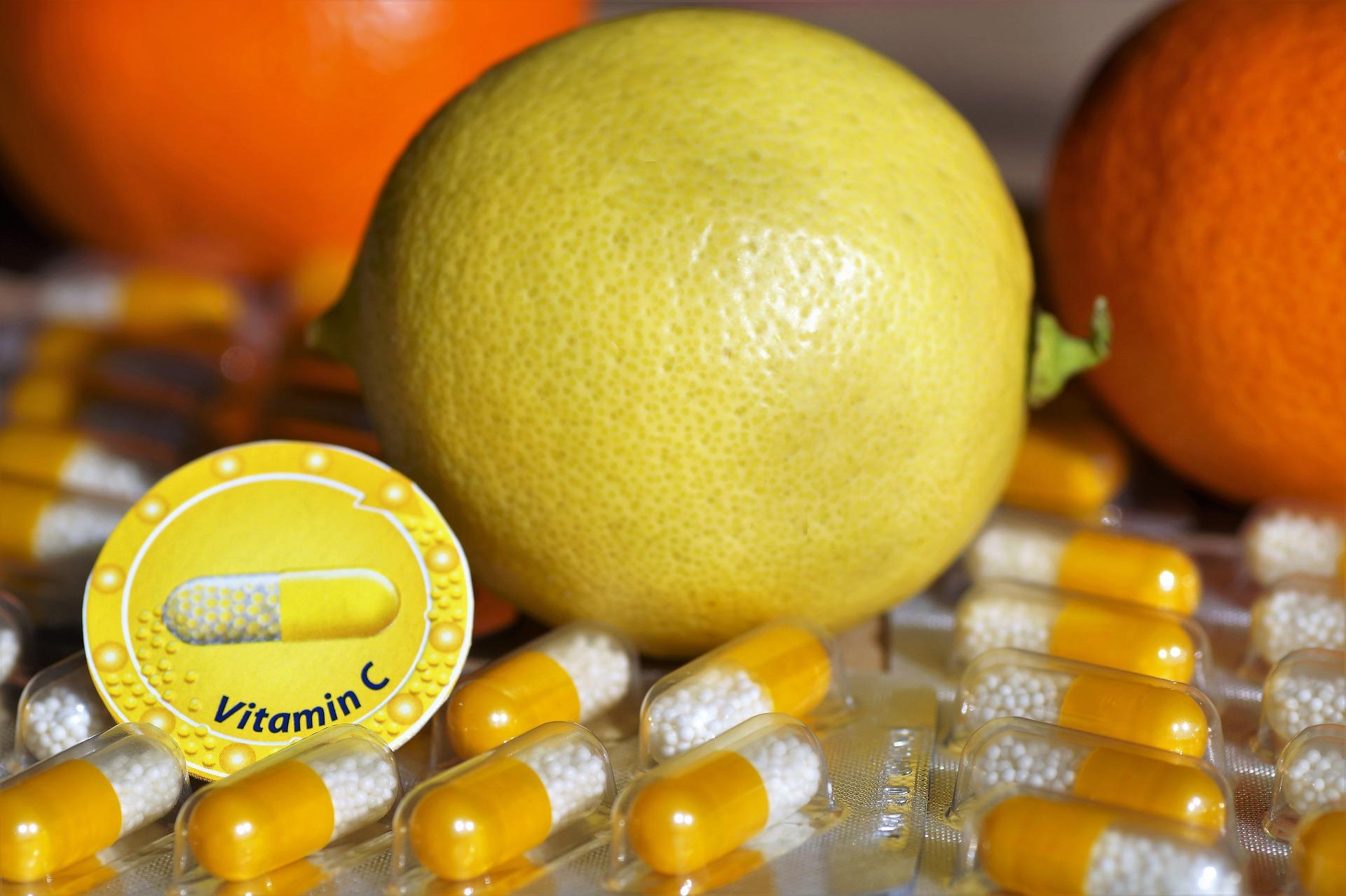 Witamina C nie tylko na przeziębienie. W czym jeszcze może pomóc popularny suplement?