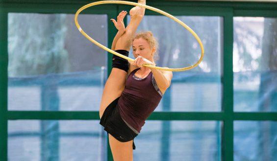 Gimnastyka artystyczna kobiet – piękna dyscyplina wymagająca wytrwałości