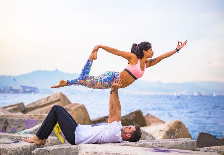 Acroyoga – efektowne ćwiczenia akrobatyczne w parach