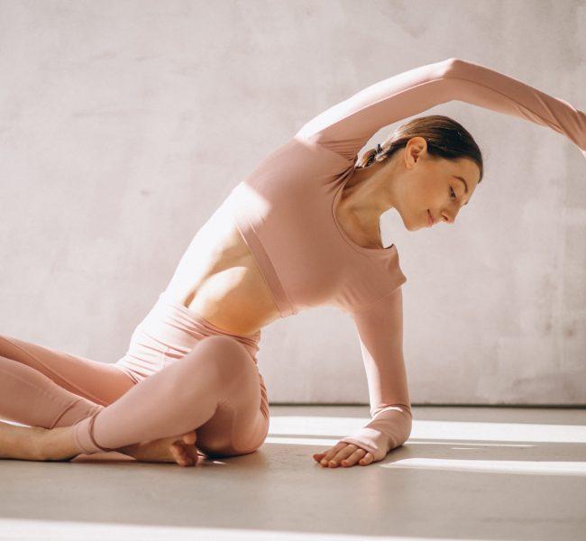Modny strój na jogę – poczuj pełny komfort ćwiczeń!