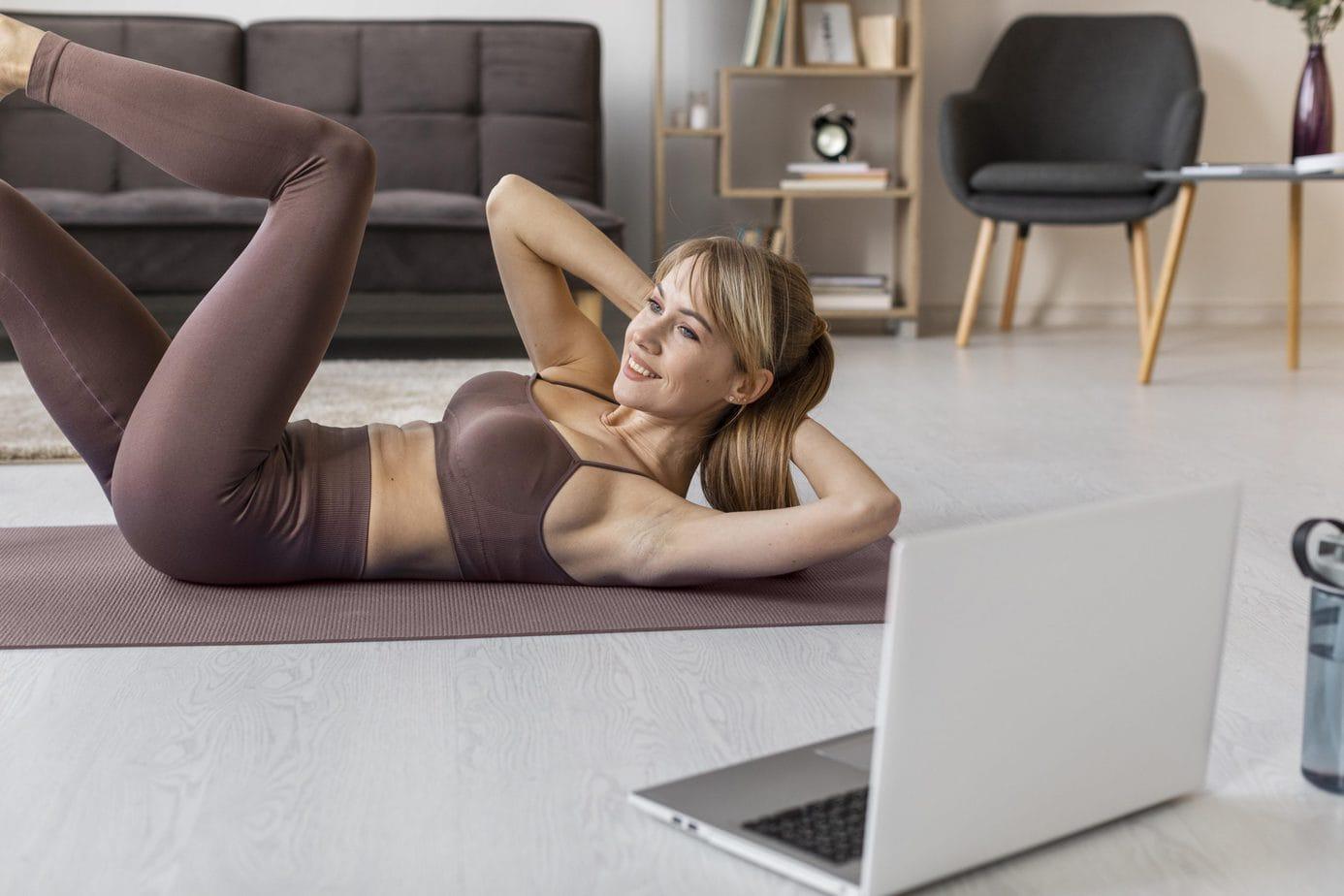 Ćwiczenia fitness, które z powodzeniem wykonasz w domu