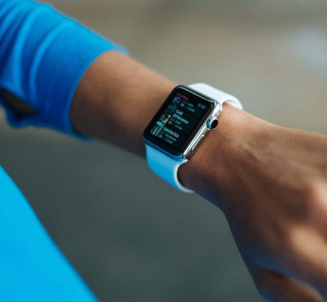 Zegarek – praktyczne akcesorium dla aktywnych kobiet