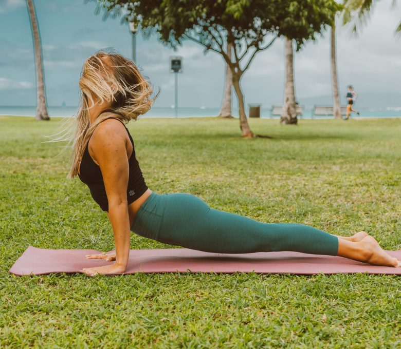 Postaw na bezpieczeństwo i komfort ćwiczeń – jak wybrać hamak do jogi?